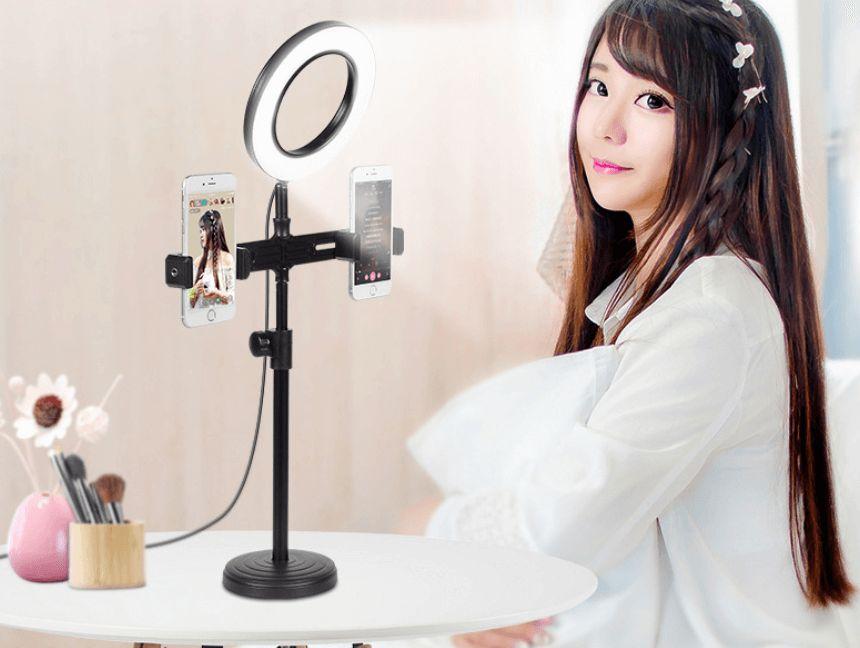 Đèn LED kết hợp giá đỡ điện thoại livestream tiện lợi